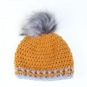 Háčkovaná zimní čepice - okrová, obvod hlavy 50cm