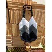 Háčkovaná kabelka tmavě modrá, šedá, bílá