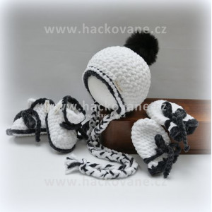 Háčkovaný set čepice, botičky, rukavičky, černo-bílá
